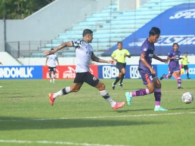 Persita Tangerang berhasil maeraup poin penuh kala bersua dengan Persikabo 1973 pada laga pekan kedelapan BRI Liga 1 2021/2022 di Stadion Moch. Soebroto, Magelang, Jumat (22/10/2021). (Bola.com/Nandang Permana)