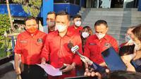 Wakil Ketua DPD PDIP Jakarta Ronny Talapessy melaporkan Hersubeno Arief usai menyebut Ketua Umum PDIP Megawati Soekarnoputri sedang koma di RSPP. (Liputan6.com/Ady Anugrahadi)