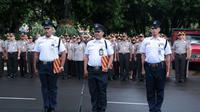 Kapolda Metro Jaya memberi penghargaan kepada 3 anggota sekuriti karena membantu menangkap pelaku skimming. (Merdeka.com/ Ronald)