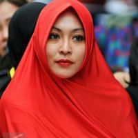 Angelina Sondakh menjad mualaf dan mendalami Islam sejak 2008. Dan Angie butuh proses yang panjang untuk mengenakan hijab. (Foto: Liputan6.com)