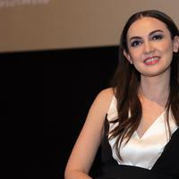 Pemeran Rianti Cartwright untuk kali pertama terlibat dalam pembuatan film horor. Perempuan yang biasa main dalam film genre drama itu, mencoba hal baru. (Deki Prayoga/Bintang.com)