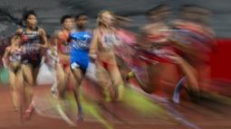 Para pelari beradu cepat pada nomor 5.000 meter cabang atletik Asian Games di SUGBK, Jakarta, Selasa (28/8/2018). (Bola.com/Vitalis Yogi Trisna)