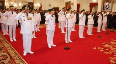 Jokowi Lantik 9 Gubernur dan Wakil Gubernur di Istana Negara