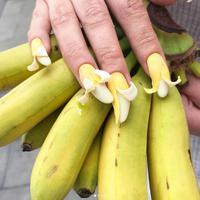 Nail art berbentuk pisang. (Instagram/nail_sunny).