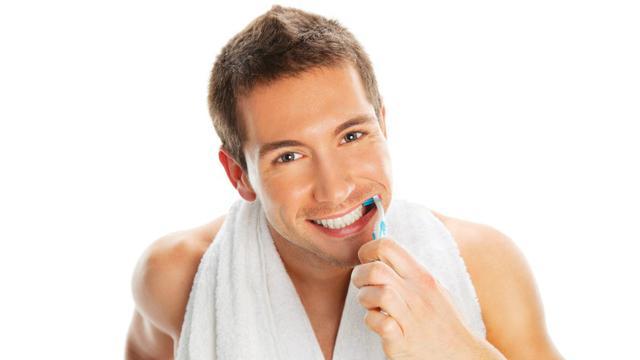 Menjaga kebersihan mulut dan gigi