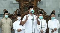 Wali Kota Semarang, Hendrar Prihadi bersama jajaran Forum Komunikasi Pimpinan Daerah di Ibu Kota Jawa Tengah memulai kegiatan sholat tarawih keliling di Masjid Agung Kauman Semarang.