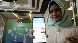 "Model menunjukkan aplikasi muslim berbasis komunitas bernama ""umma"", Jakarta, Kamis (25/4). Aplikasi dengan fitur penunjang ibadah dan konten islami misi untuk mempermudah umat muslim Indonesia menjadi khairu ummah. (Liputan6.com/HO/Ading)"