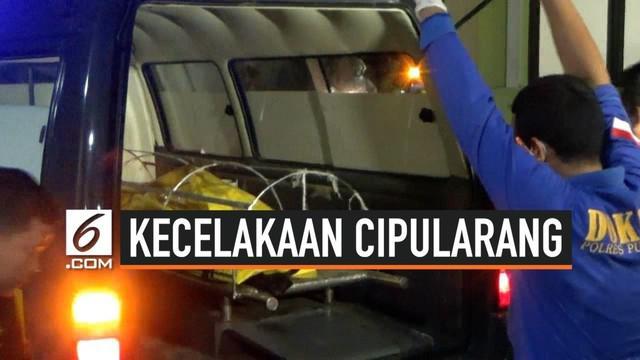 Rumah sakit Polri Kramatjati menerima 4 jenazah korban kecelakaan maut tol Cipularang. Keempatnya belum teridentifikasi karena sebagian tubuhnya terbakar. Tim forensik akan mengidentifikasi korban berdasarkan data antemortem yang dikumpulkan dari kel...