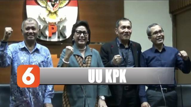 Dengan diberlakukannya UU KPK hasil revisi, Ketua KPK Agus Raharjo memastikan KPK akan bekerja seperti biasanya termasuk akan terus melakukan operasi tangkap tangan.