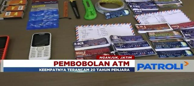 Empat pembobol mesin ATM diciduk polisi saat melancarkan aksinya di Terminal Nganjuk, Jawa Timur.