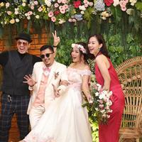 Sama-sama menyukai motor gede dan berteman dekat dengan suami Chef Aiko, Saugi, Kevin mengaku terinspirasi dekor pernikahan keduanya yang bertema vintage. (Nurwahyunan/Bintang.com)