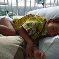 Inilah cerita Asdkan Alp Li Adam, bocah yang sakit Ileus Melena dan kini tengah mengharapkan bantuan dari masyarakat Indonesia. (Foto: KitaBisa.com)