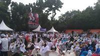 Warga meghadiri Condet Bersalawat dukung Prabowo-Sandiaga.