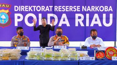 Kapolda Riau Irjen Agung Setya Imam Effendi dalam ekpos pengungkap jaringan narkoba Malaysia.