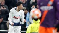 Penyerang Tottenham Hotspur, Son Heung Min berselebrasi setelah mencetak gol ke gawang Manchester City dalam leg pertama perempat final Liga Champions 2018-2019, di kandang sendiri, Rabu (10/4).  Tottenham menang atas Man City dengan skor tipis 1-0 berkat Son Heung-min. (AP/Frank Augstein)