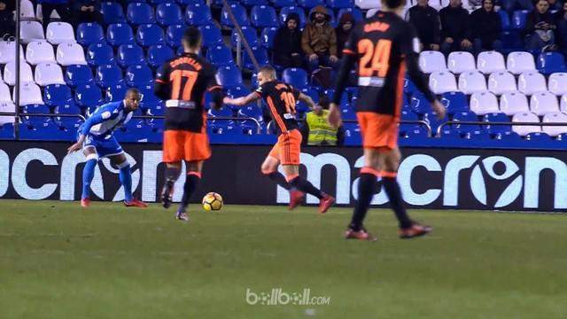 Berita video highlights La Liga 2017-2018, Deportivo La Coruna vs Valencia, dengan skor 1-2. This video presented by BallBall.
