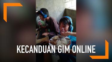 Seorang ibu mendatangi warung internet di kota Nueva Ecija, Filipina. Diketahui bahwa anaknya menolak berhenti bermain gim online meski sudah 48 jam bermain.