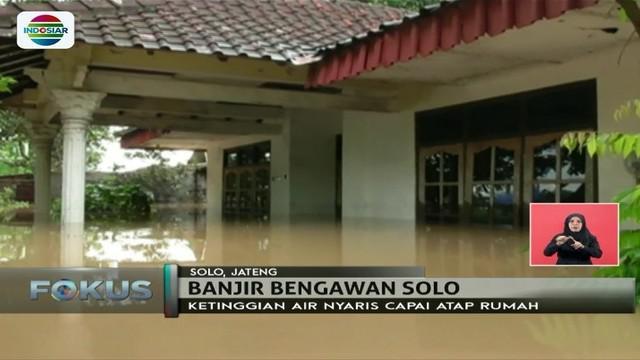 Hujan lebat di sejumlah daerah merendam rumah-rumah warga. Bahkan beberapa di antaranya harus dievakuasi.