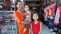 Misca Fortuna alias si Mancung bersama ibu dan adiknya. [Foto: Fachrur Rozie/Liputan6.com]