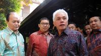 Ketua Umum DPP PAN, Hatta Rajasa (kedua dari kanan), bersama beberapa perwakilan delegasi Koalisi Merah Putih bersiap memberikan keterangan pers di Puri Cikeas, Bogor, (2/9/2014). (Liputan6.com/Helmi Fithriansyah)