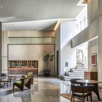 Interior ruang pertemuan. (Foto: Alila SCBD Jakarta)