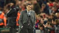 Reaksi pelatih Barcelona Ernesto Valverde saat menyaksikan pertandingan semifinal leg kedua Liga Champions UEFA antara Liverpool dan Barcelona di Anfield, Liverpool, Inggris, 7 Mei 2019. Barcelona memecat Valverde dan menggantinya dengan Quique Setien. (Oli SCARFF/AFP)