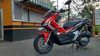 Desain Honda ADV150 terkesan jantan, tidak seperti PCX yang mewah. (Sigit/Liputan6.com)