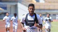 Striker Persib Bandung, Wander Luiz sudah mengikuti latihan. (Erwin Snaz/Bola.com)