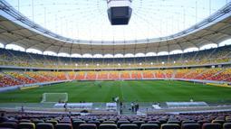 National Arena dibangun mulai 20 Februari 2008 hingga tahun 2011 oleh kolaborasi dua perusahaan Jerman dan Italia, Max Bogl dan Astaldi. Dari segi rancangan diserahkan kepada Gerkan, Marg and Partners. (AFP/Daniel Mihailescu)
