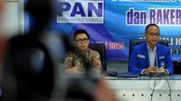 Ketua DPP PAN Eko Hendro Purnomo (kiri) dan Sekjen PAN Eddy Soeparno saat menggelar konferensi pers terkait persiapan Rakernas I dan pelantikan pengurus PAN Zulkifli Hasan, Jakarta, Senin (4/5/2015). (Liputan6.com/Andrian M Tunay)