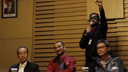 Relawan Salam 2 Jari mendukung KPK untuk memeriksa dugaan kasus korupsi yang melibatkan Komjen Pol. Budi Gunawan, Jakarta, Kamis (15/1/2015). (Liputan6.com/Miftahul Hayat)