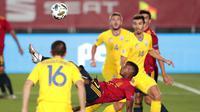 Pemain Spanyol, Ansu Fati, melakukan tendangan salto saat melawan Ukraina pada laga UEFA Nations League Estadio Alfredo Di Stefano, Senin (7/9/2020). Spanyol menang 4-0 atas Ukraina. (AP Photo/Bernat Armangue)
