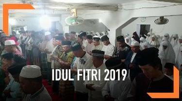 Jemaah tarekat Naqsabandiyah di Padang, Sumatera Barat telah melaksanakan salat Idul Fitri. Menurut perhitungan tarekat ini, Idul Fitri jatuh pada 3 Juni 2019.