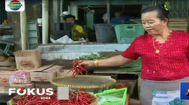 Pedagang cabai di Pasar Palmerah, Jakarta Barat, menjualnya hingga Rp 70 ribu per kilogram.