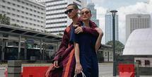 Kebersamaan Agnez Mo-Adam Rosyid menunjukkan kekuatan dalam berpakaian sebagai pasangan paling fashionable. Profesi Adam sebagai model mengimbangi gaya Agnez yang berkiblat dari musisi hip hop Amerika. (Foto: Instagram @adamrxsydi)