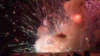 Kembang Api Meledak, Ribuan Penonton di Pantai Sydney Dievakuasi (Twitter @Pip Cleaves/News.com.au)