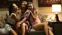 Shanty Paredes, Tara Basro dan Tatyana Akman berpose di sela syuting film Ini Kisah Tiga Dara yang disutradarai Nia Dinata. (Liputan6.com/Endang Mulyana)
