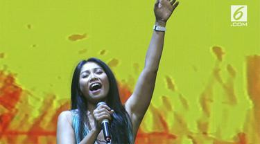 "Anggun melanjutkan dengan lagu terakhirnya berjudul ""Mimpi"". Sejak bait pertama dinyanyikan, para pengunjung dan penggemar Anggun kompak bernyanyi bersama sepanjang lagu"