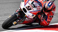 Pembalap Pramac Racing, Danilo Petrucci melakukan banyak upaya agar tampil kompetitif di MotoGP 2018. (Mohd RASFAN / AFP)