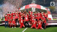 Pemain Persija Jakarta melakukan selebrasi usai menjuarai Piala Menpora 2021 di Stadion Manahan, Solo, Minggu (25/4/2021). Persija menekuk Maung Bandung 2-1. (Bola.com/M Iqbal Ichsan)