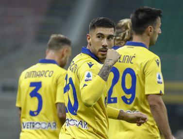 Foto Liga Italia: Meski Gagal Eksekusi Penalti, Zlatan Amankan Satu Poin untuk AC Milan Saat Menjamu Hellas Verona