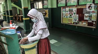 Siswa SD di Bekasi Kembali Sekolah Tatap Muka