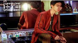 Walaupun termasuk member muda di grupnya, Bae Jinyoung tetap mampu tampil dewasa dan keren saat berganti gaya rambut menjadi hitam. Pesonanya tentu sudah tak diragukan lagi dalam album UNDIVIDED. (Liputan6.com/Instagram/@wannaone.official)