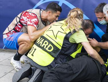 Foto: Aksi Terpuji Cristiano Ronaldo Hampiri Petugas Wanita yang Terkena Tendangan Kerasnya