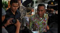 Menteri Pertahanan, Ryamizard Ryacudu  saat memasuki Gedung Komisi Pemberantas Korupsi (KPK), Jakarta, Rabu (22/01/15).  Kunjungan Menhan Ryamizard Ryacudu untuk melaporkan harta kekayaannya ke KPK. (Liputan6.com/Faisal R Syam)