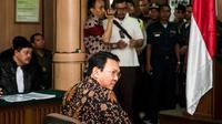Basuki Tjahaja Purnama (Ahok) menjalani sidang lanjutan kasus dugaan penistaan agama di Pengadilan Negeri (PN) Jakarta Utara, Selasa (20/12). Agenda sidang adalah tanggapan dari jaksa penuntut umum atas nota keberatan Ahok (Liputan6.com/Pool/Agung Rajasa)
