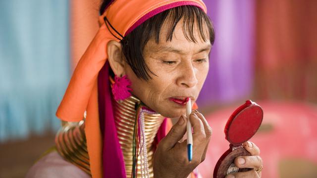 3. Suku Karen (Thailand)