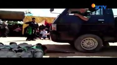 Seorang santri madrasah tsanawiah di Berau, Kalimantan Timur, tewas terlindas truk saat menunjukkan atraksi bela diri di acara wisuda.