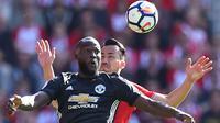 Romelu Lukaku mencetak gol tunggal untuk kemenangan Manchester United saat melawan Southampton pada lanjutan Premier League di St Mary Stadium, Southampton, (23/9/2017). MU menang 1-0. (AFP/Glyn Kirk)