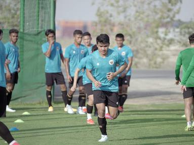 Pemain Ansan Greeners FC, Asnawi Mangkualam mengikuti latihan bersama Timnas Indonesia di lapangan sepak bola JA Centre of Excellence & Shooting Club, Dubai. (Foto: Dokumentasi PSSI)